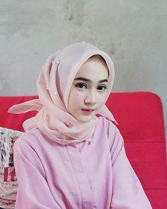 Ideas cleaning lady tutorials for 2019 Hijab Niqab, Hijab Outfit, Muslim Girls, Muslim Women, Muslim Fashion, Hijab Fashion, Prety Girl, Hijab Style, Hijabi Girl