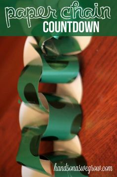 Paper Chain Christmas Countdown on hands on : as we grow - use wrapping paper or other scraps from around the house. (tradition to start when we have kids) Christmas Crafts For Kids, Christmas Wrapping, Holiday Crafts, Holiday Fun, Christmas Holidays, Christmas Ideas, Happy Holidays, December Holidays, Preschool Christmas