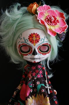 Find images and videos about doll, sugar skull and blythe on We Heart It - the app to get lost in what you love. Sugar Scull, Sugar Skull Art, Day Of The Dead Art, Creepy Dolls, Little Doll, Monster High Dolls, Custom Dolls, Big Eyes, Blythe Dolls
