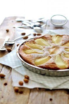 Pear tart with marzipan and almond flour //  Pæretærte med marcipan og mandelmel