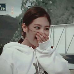 🌻 Kim Jennie, Blackpink Fashion, Korean Fashion, Fashion Trends, Lisa Blackpink Wallpaper, Blackpink Memes, Face Expressions, Blackpink Photos, Aesthetic Images