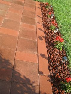 How To Pave A Patio #DIY #HowTo #Tips #Tricks #Decor #Decorate #Decorations #HomeDecor #Patios #Pavers