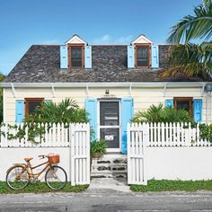 This little Harbour Island gem is so sunny and charming that it will stop you in your flip-flops on a Sunday stroll. We're ready to come in for a tour (you can do that, right here) and stay a while out on the breezy back patio. And guess what? Like its Be