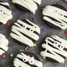 Halloween Desserts, Comida De Halloween Ideas, Halloween Cookie Recipes, Hallowen Food, Halloween Cookies Decorated, Halloween Food For Party, Easy Halloween, Halloween Treats, Party Desserts