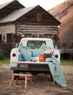 Date night: drive-in movie and a picnic in a truck bed. boyfriend would.