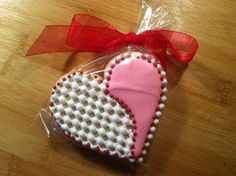 Valentine Cookie.....I like the lace effect
