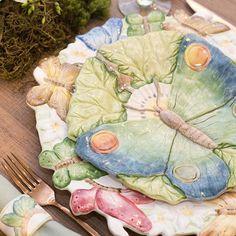 Para quem quer ver essa lindeza mais de perto... Louça da Coleção Borboletas da Zanatta Casa disponível  na @house_e_kitchen. As vendas podem ser feitas também pelo WhatsApp (62) 9955.6369 e enviadas para todo o País.  Produção: @la_table_de_giselle  Foto: @thidaher  #tableart #tableware #tablechic #tablemaker #tabledecor #tabledesign #tablestyling #tablesetting #potteryart #handmade #handpainted #mesaposta #producaodemesas #producaolatabledegiselle #latabledegiselle