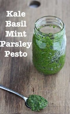Kale Basil Mint Parsley Pesto © Jeanette's Healthy Living - great in pasta, sandwiches, quesadillas + more.I love pesto, what a cool spin on it Garlic Scape Pesto, Parsley Pesto, Green Pesto, Basil Pesto, Kale Pesto, Spinach Dip, Fast Metabolism Diet, Metabolic Diet, Vegetarian Recipes