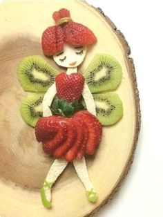 Sweet Home: Fun salads. Bees made with black and g - Food Carving Ideas Fruit Decorations, Food Decoration, Fruit Salad Decoration, Food Crafts, Diy Food, Food Food, Edible Food, Kids Crafts, Food Art For Kids