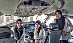 Cia aérea pousa na Árabia Saudita com tripulação totalmente feminina - Jornal O Globo. O voo B1081, da Royal Brunei Airlines, decolou de Bandar Seri Begawan, capital de Brunei, no último dia 23 de fevereiro, com toda a sua tripulação composta por mulheres pela primeira vez e marcou história na nação asiática.
