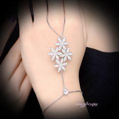 CZ Flower cluster hand chain Slave bracelet Ring bridal palm bracelet Gift R1169 #crazycenter #Handletchainbraceletring