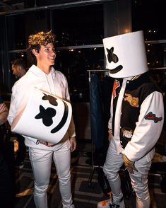 Marshmello And Shawn Mendes Shawn And Camila, Shawn Mendas, Marshmello, Fangirl, Foto Gif, Shawn Mendes Cute, Chon Mendes, Mendes Army, Shawn Mendes Wallpaper