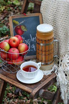 Apple Tea perfect for an autumn picnic. by The Charm of Home Apple Tea, Apple Farm, Red Apple, Apple Orchard, Apple Fruit, Apple Harvest, Harvest Time, Fall Harvest, Autumn Tea