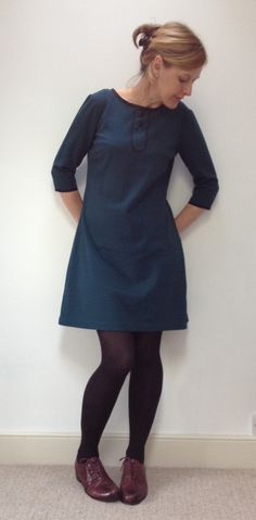 Say hello to my Colette Laurel dress number 2 … Squint and ignore those wrinkles, instead focus on the lovely colour and the usefulness of this little number. If I keep my arms down and perhaps for…