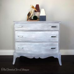 Wise Owl Paint in Weathervane, Smokey Quartz, Gustavian, and Snow Owl come together on this blended beauty by The Goodie Girl Shoppe! www.wiseowlpaint.com #wiseowlpaint #weathervane #painted #furniture #dresser #blended