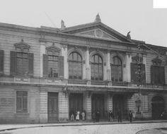 1915 - Teatro Santana surgiu por sobre o terreno do antigo Teatro Apolo, que foi comprado e ao qual se juntaram os terrenos de algumas casas laterais. Foi aberto ao público em 1900, com grande luxo. Era iluminado com luz elétrica e a gás, tinha entradas separadas para artistas e público, que se distribuía na platéia e em duas ordens de camarotes, sem colunas. As cadeiras e poltronas da platéia e do balcão tinham seu assento de palhinha, com pernas ou armações de ferro.