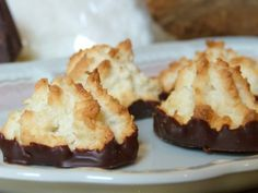 Rezept für saftige Kokosmakronen in Konditorqualität. Traditionelle und moderne Weihnachtsplätzchen.