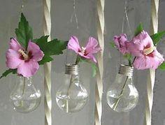 Lightbulb vases! Clever!