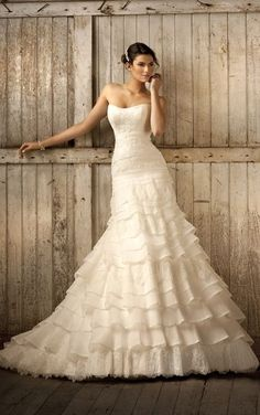 Elegant vintage style wedding dress