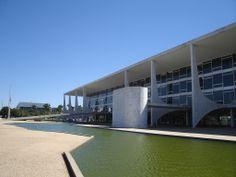 Palácio do Planalto Fonte: http://pt.wikiarquitectura.com/index.php/Ficheiro:Palacio_de_Planalto_2.jpg