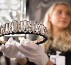 TEFAF2017  @hancocks_london presented the Edwardian diamond tiara that belonged to the Spencer family. It was given to Lady Delia Spencer, great aunt to Princess Diana, by her father the 6th Earl Spencer, on her wedding day on February 18, 1914. Set with more than 800 old cut diamonds, estimated to weigh a total of 48 carats, the tiara can be transformed into a choker necklace and bracelet.