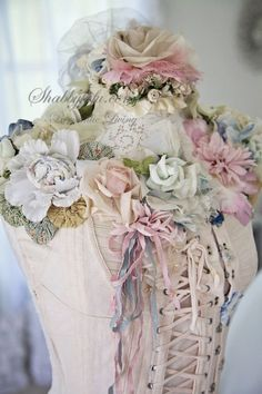 ~Shabby Chic~ / Laced up and pretty. Rose Shabby Chic, Shabby Chic Vintage, Estilo Shabby Chic, Look Vintage, Shabby Chic Homes, Shabby Chic Style, Vintage Romance, Dress Form Mannequin, Mannequin Art