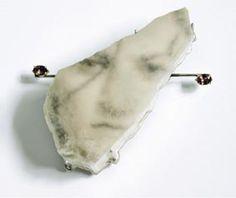 Brooch MIRACLE. Gold, silver, ulexite, garnet, photo paper. Truike Verdegaal