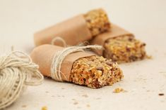 Granola bar or flapjacks on baking paper with hemp string Granola Barre, Keto Granola, Muesli Bars, Homemade Granola Bars, Tray Bake Recipes, Baking Recipes, Sugar Free Flapjacks, Sugar Free Recipes, Tray Bakes
