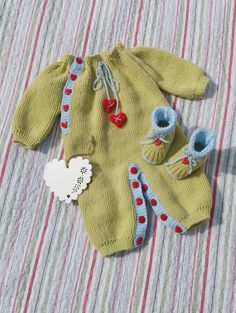 DK – Hearts and Kisses Onesie and Bootie Set (0 – 9 month babies) – www.yarnpassion.com