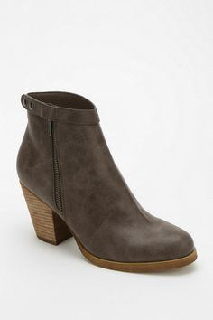 Urban Outfitters - Deena & Ozzy Elizabeth Side-Zip Ankle Boot
