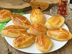Mouth Puff Puff Soft in the Mouth: Patisserie - Kurabiye Tarifleri - French Pasta Recipes, Cake Recipes, Cooking Recipes, Turkish Breakfast, Turkish Recipes, Banana Pudding, Food Illustrations, Pretzel Bites, Melting In The Mouth