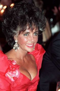 American actress Elizabeth Taylor poses during the 40th Cannes Film Festival on May 13, 1987. AFP PHOTO DOMINIQUE FAGET Photo: DOMINIQUE FAGET, AFP/Getty Images / 2009 AFP