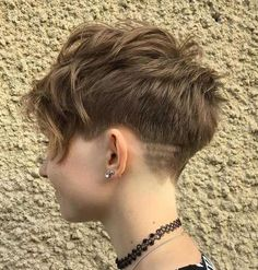 Layered Tapered Pixie Cut Hair Cuts wellig 30 Standout Curly and Wavy Pixie Cuts Pixie-cut Lang, Wavy Pixie Cut, Pixie Bangs, Tomboy Pixie Cut, Funky Pixie Cut, Buzzed Pixie, Pixie Cut Round Face, Short Curly Pixie, Cute Pixie Cuts