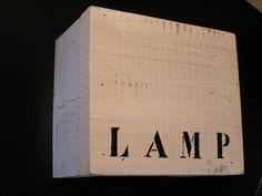 Wandlamp steigerhout met `t woord LAMP