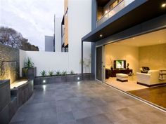 Beautiful neutral tones with maximum use of living and entertaining space. Luz Natural, Indoor Outdoor Living, Outdoor Spaces, Outdoor Ideas, Modern Driveway, Driveway Pavers, Paving Design, Interior And Exterior, Interior Design