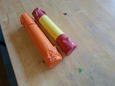Sambaballen - Gemaakt van een keukenrol. Ene kant dichtgeplakt met gekleurd papier daarna gevuld met bonen, macaroni of rijst. Daarna helemaal dichtgeplakt. En natuurlijk één in de kleuren van de Spaanse vlag.
