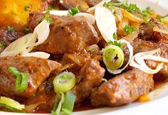 Krůtí játra s restovanou cibulí a brambory z tlakáče Pork, Meat, Chicken, Ethnic Recipes, Recipies, Pork Roulade, Beef, Pork Chops