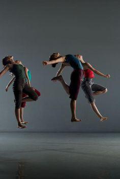 danse contemporaine, saut en l'air