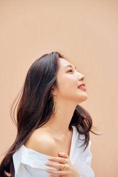 Click for full resolution. Red Velvet's Joy for eSpoir BeGlow cushion campaign