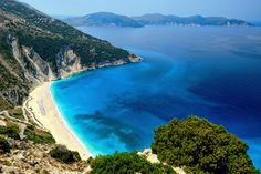 Myrtos beach in Kefalonia - Top 10 beaches in Greece Greece Tourist Attractions, The Tourist, Tourist Places, Tumblr Sky, Myrtos Beach, Best Beaches In Europe, Patras, Summer Vibe, Places In Greece
