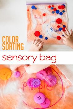 Make a Super Easy Squishy Color Sorting Sensory Bag with Your Kids! A color sorting sensory bag for toddlers Sensory Bags, Sensory Bottles, Sensory Play, Sensory Rooms, Infant Activities, Preschool Activities, 7 Month Old Baby Activities, Fine Motor Activities For Kids, Physical Activities