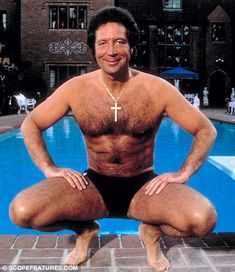 Tom Jones Shirtless and in a Speedo - Vintage Male Celebs Tom Jones Singer, Sir Tom Jones, Girls Toms, Hairy Men, Male Body, Gorgeous Men, Vintage Men, Sexy Men, Hot Men