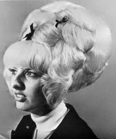 Hair today, hopefully gone tomorrow - the wackiest retro hairstyles in photos Fancy Hairstyles, Vintage Hairstyles, Wedding Hairstyles, Bad Hair Day, Big Hair, Real Life Rapunzel, 1960s Hair, Cut Her Hair, Hair Raising