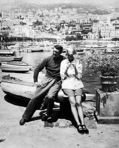 Cary Grant & Grace Kelly on the set of To Catch a Thief dir. Alfred Hitchcock) // I really must watch this film. Golden Age Of Hollywood, Hollywood Stars, Classic Hollywood, Old Hollywood, Cary Grant, Katharine Hepburn, Alfred Hitchcock, Hitchcock Film, Rita Hayworth