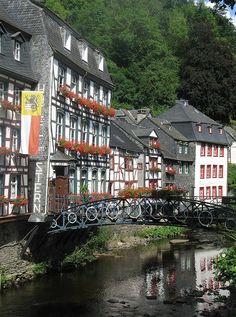 Un pueblo que parece una maqueta en Alemania (Monschau)