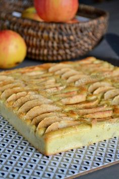 Square with apples Apple Recipes, Sweet Recipes, Cake Recipes, Dessert Recipes, No Cook Desserts, Easy Desserts, Delicious Desserts, Food Humor, Kiwi