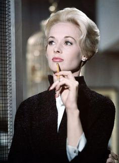 Tippi Hedren in The birds directed by Alfred Hitchcock, 1963 Hollywood Glamour, Hollywood Actresses, Old Hollywood, Actors & Actresses, Hollywood Stars, Tippi Hedren, Labo Photo, Divas, Alfred Hitchcock The Birds