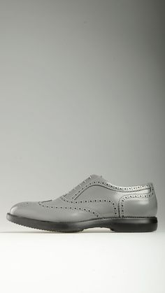 Brogues detailing patent leather lace-ups shoes in grey characterized non-slip rubber sole, 100% leather.