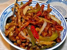 Chinese Crispy Shredded Chilli Beef Recipe Made with fresh ingredients and packed full of flavour, this quick and easy recipe for Crispy Shredded Chilli Beef is a guaranteed winner! Chilli Beef Recipe, Crispy Chilli Beef, Chilli Recipes, Sweet Chilli Sauce, Asian Recipes, Chicken Recipes, Crispy Beef Chinese, Kabob Recipes, Fondue Recipes