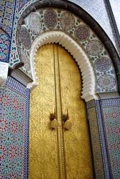Patterned Brass Door Surrounded by Intricate Tile Work - Just Stunning - Morocco. Islamic Architecture, Art And Architecture, Entrance Doors, Doorway, Style Marocain, Unique Doors, Moroccan Style, Moroccan Design, Turkish Style